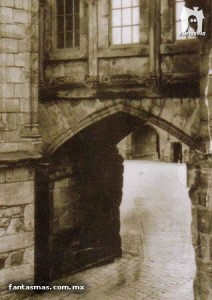 stirling_castle_ghost_photo